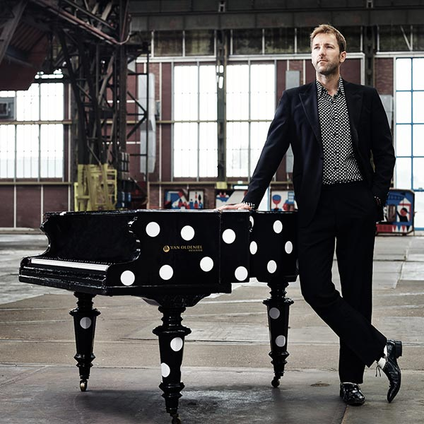 Blues en boogiewoogiepianist - Jeroen